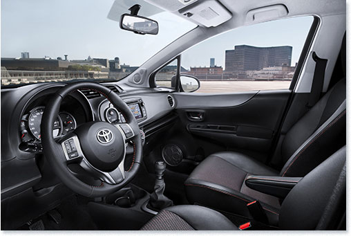 Motormobiles neuer toyota yaris for Interieur yaris 2