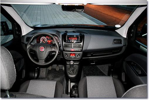 Motormobiles fahrbericht fiat dobl cargo maxi kombi sx for Fiat doblo interieur