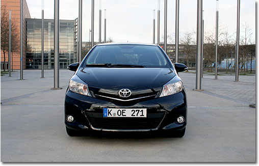 motormobiles toyota yaris club start stop im. Black Bedroom Furniture Sets. Home Design Ideas